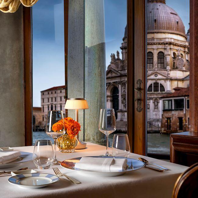 tavolo con vista laguna ristorante Club del Doge dell'Hotel Gritti Palace