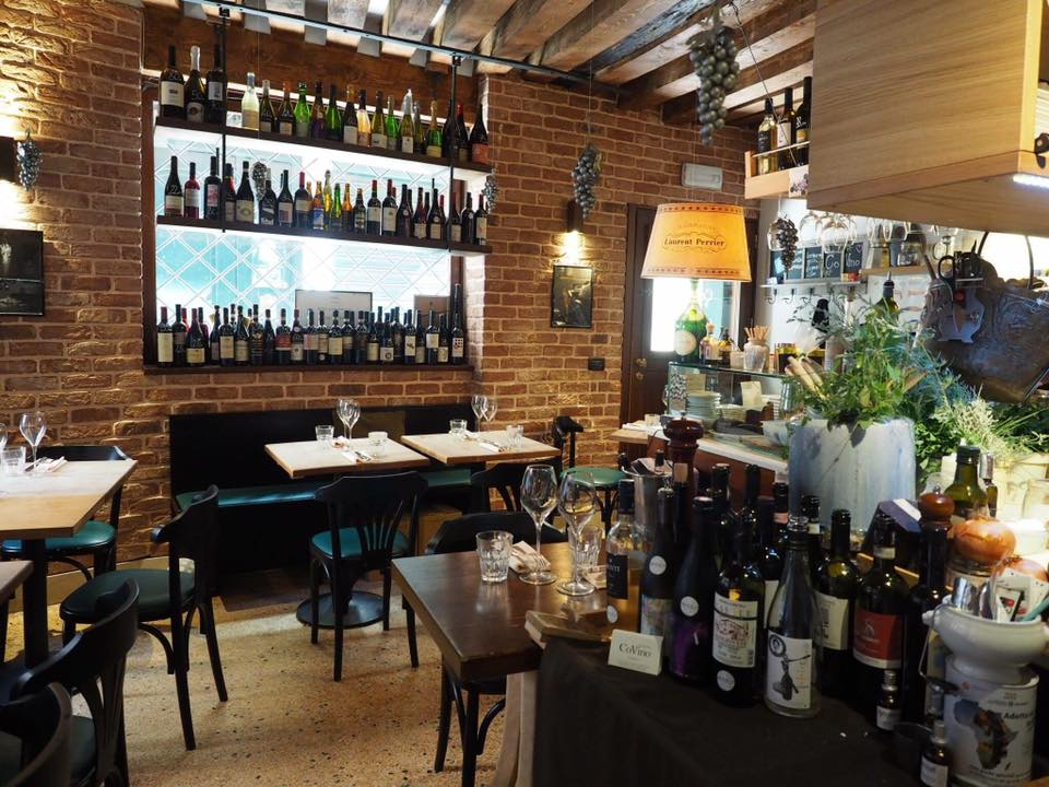 sala con tavoli ristorante CoVino