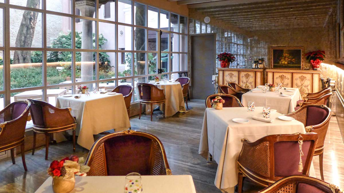 sala con tavoli ristorante Glam Enrico Bartolini