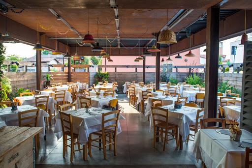 Pizzeria Grigoris sala con tavoli