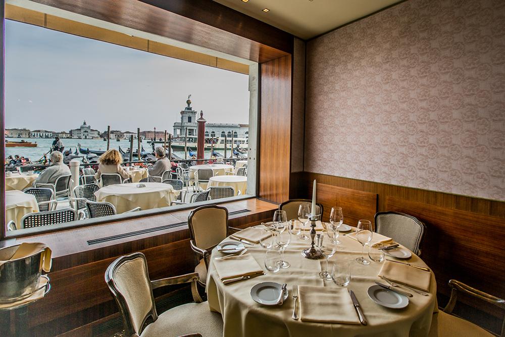 tavolo con vista sulla laguna Hotel Monaco - Gran Canal Resturant