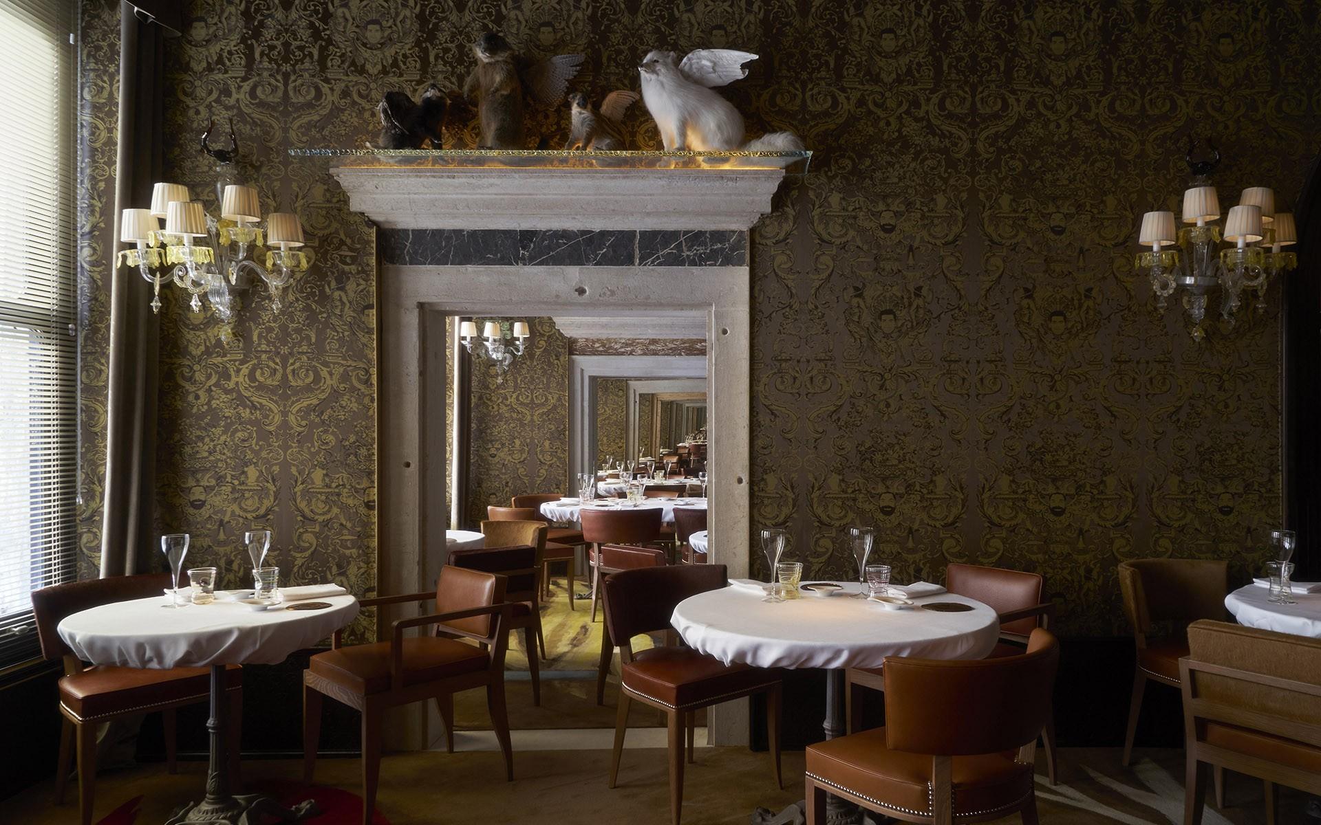 sala con tavoli ristorante Ristorante Quadri