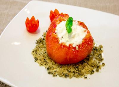 Il pomodoro di bue scottato al forno con burrata di bufala nostrana su crumble di basilico ed extra vergine del Garda Hotel Imperia