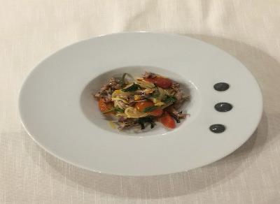 Spaghetti con calamari erbette spontanee e pomodorini confit Ponte Fero